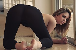 Girls in Yoga Pants Porn Pictures