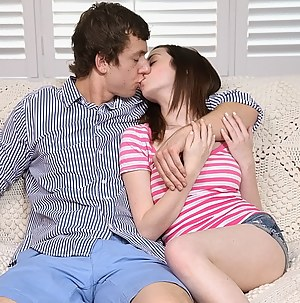 Girls Kissing Porn Pictures